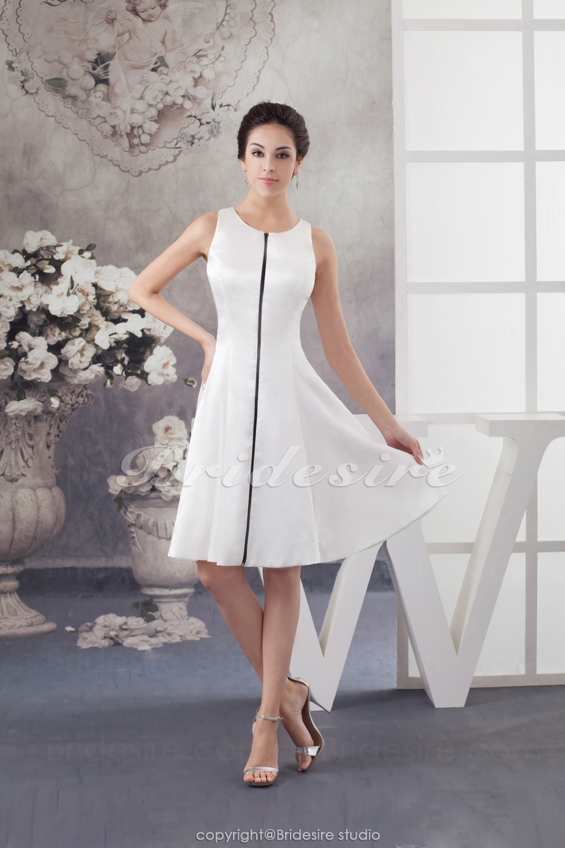 A-line Scoop Knee-length Sleeveless Satin Dress