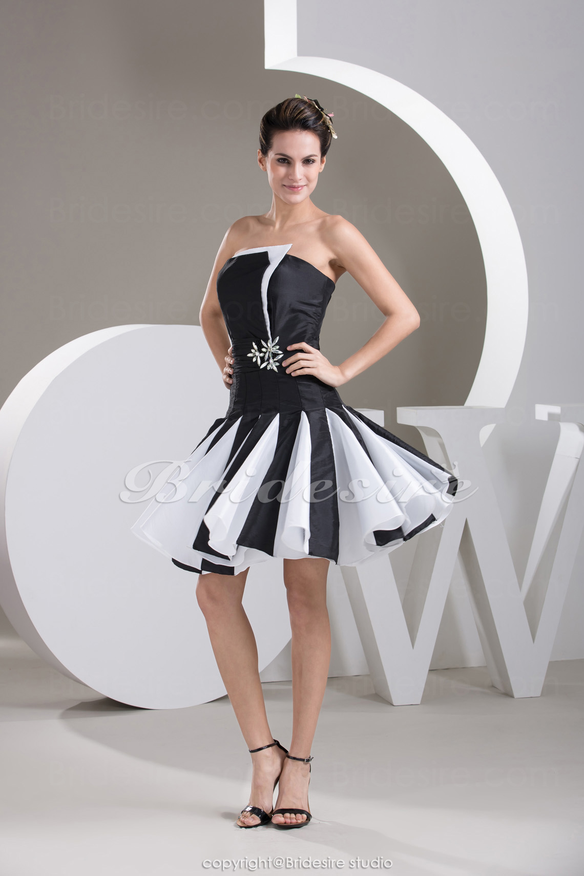 A-line Strapless Short/Mini Sleeveless Taffeta Dress