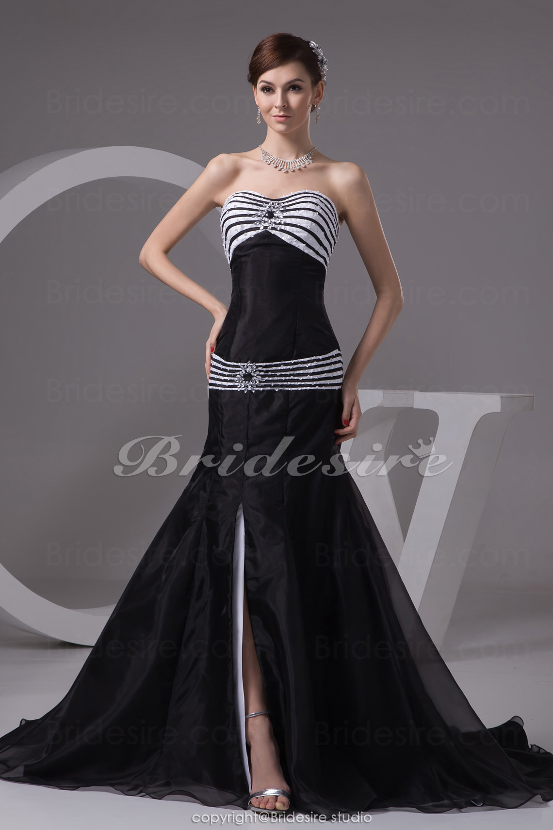 Trumpet/Mermaid Sweetheart Court Train Sleeveless Organza Taffeta Dress