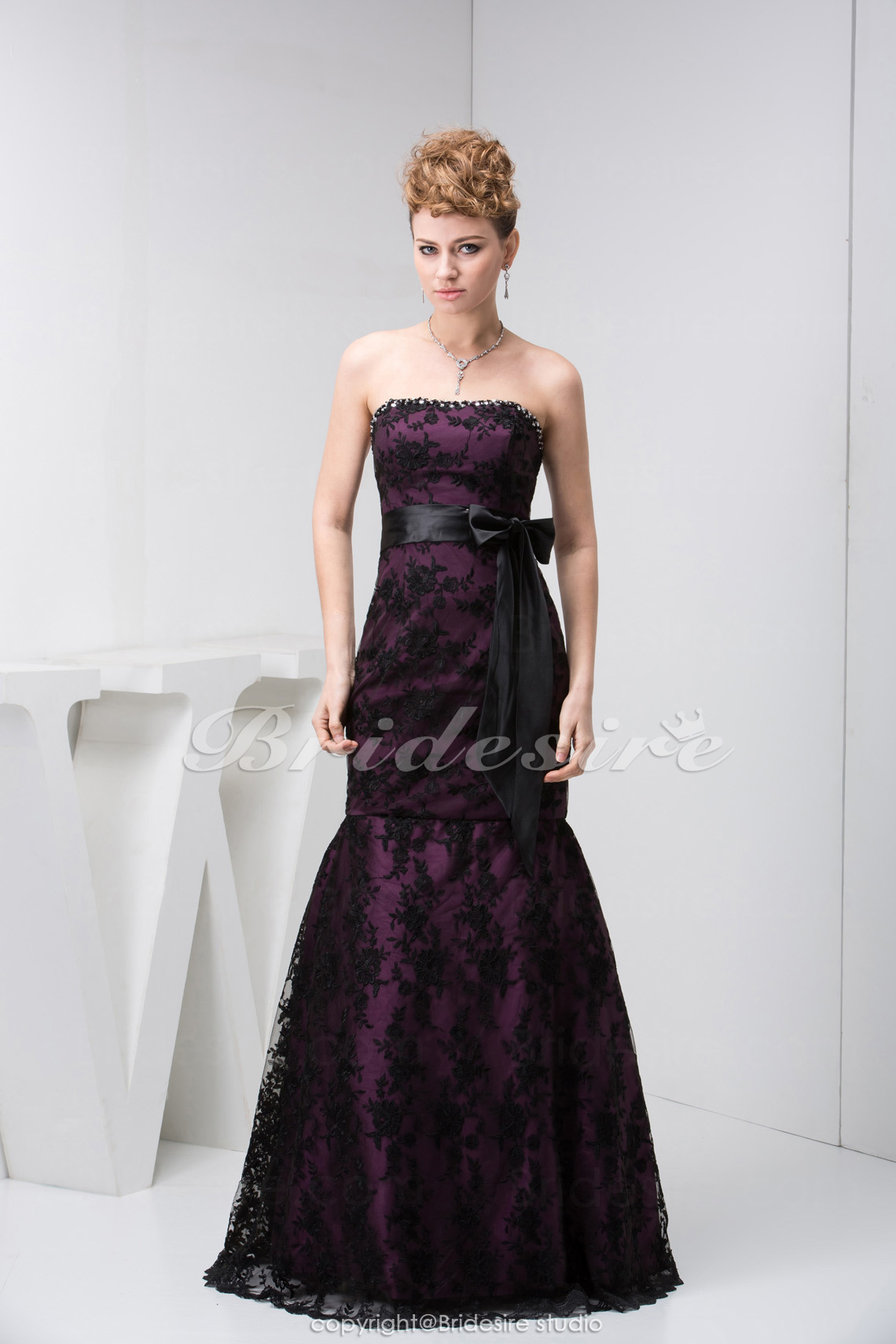 Trumpet/Mermaid Strapless Floor-length Sleeveless Satin Lace Dress