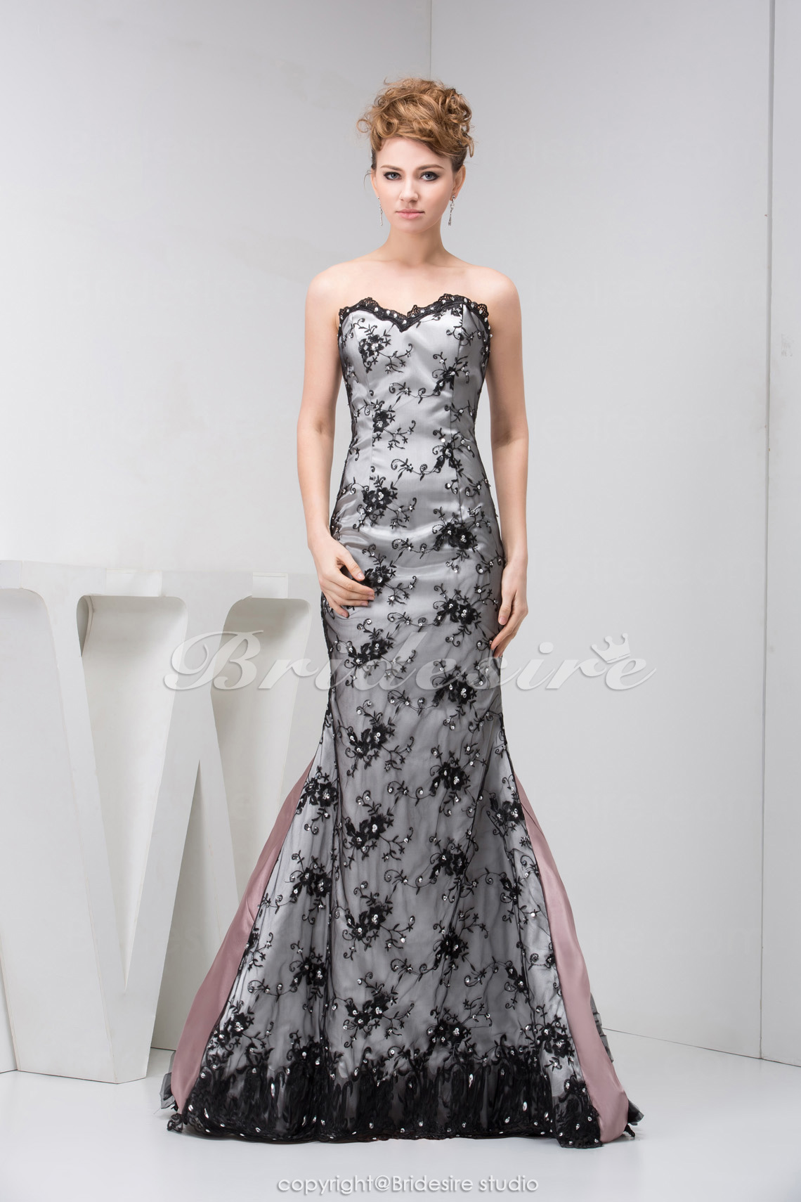 A-line Sweetheart Floor-length Sleeveless Lace Dress