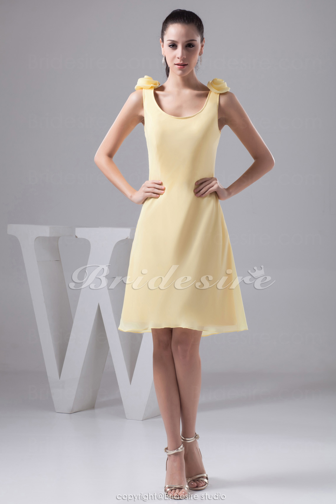 A-line Scoop Knee-length Sleeveless Chiffon Bridesmaid Dress