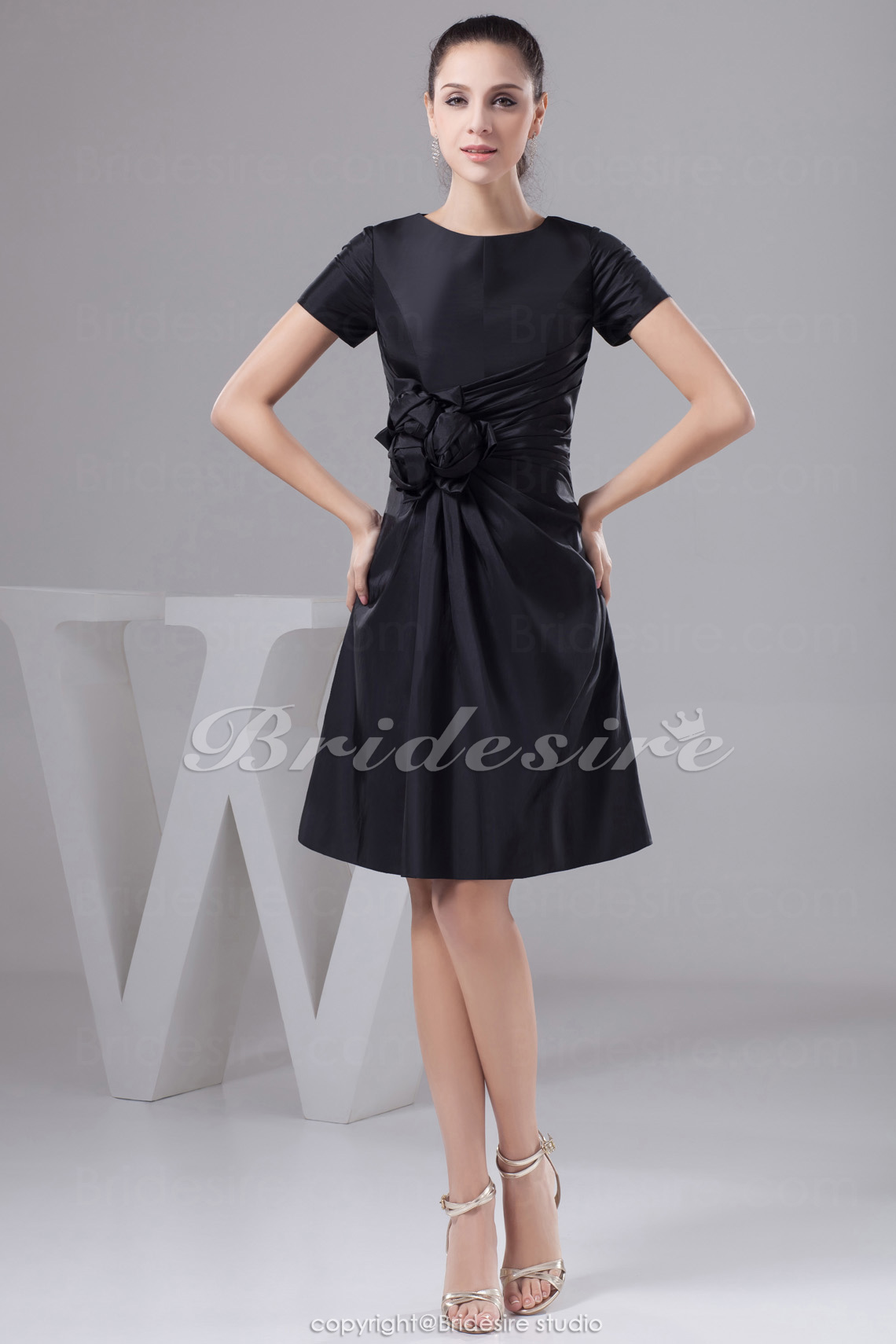 A-line Scoop Short/Mini Short Sleeve Taffeta Mother of the Bride Dress