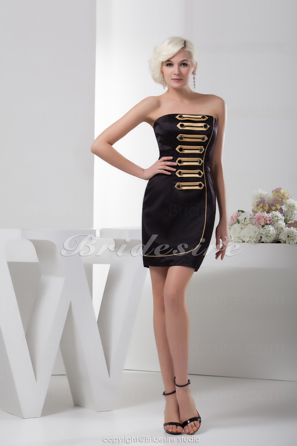 Sheath/Column Strapless Knee-length Sleeveless Satin Dress
