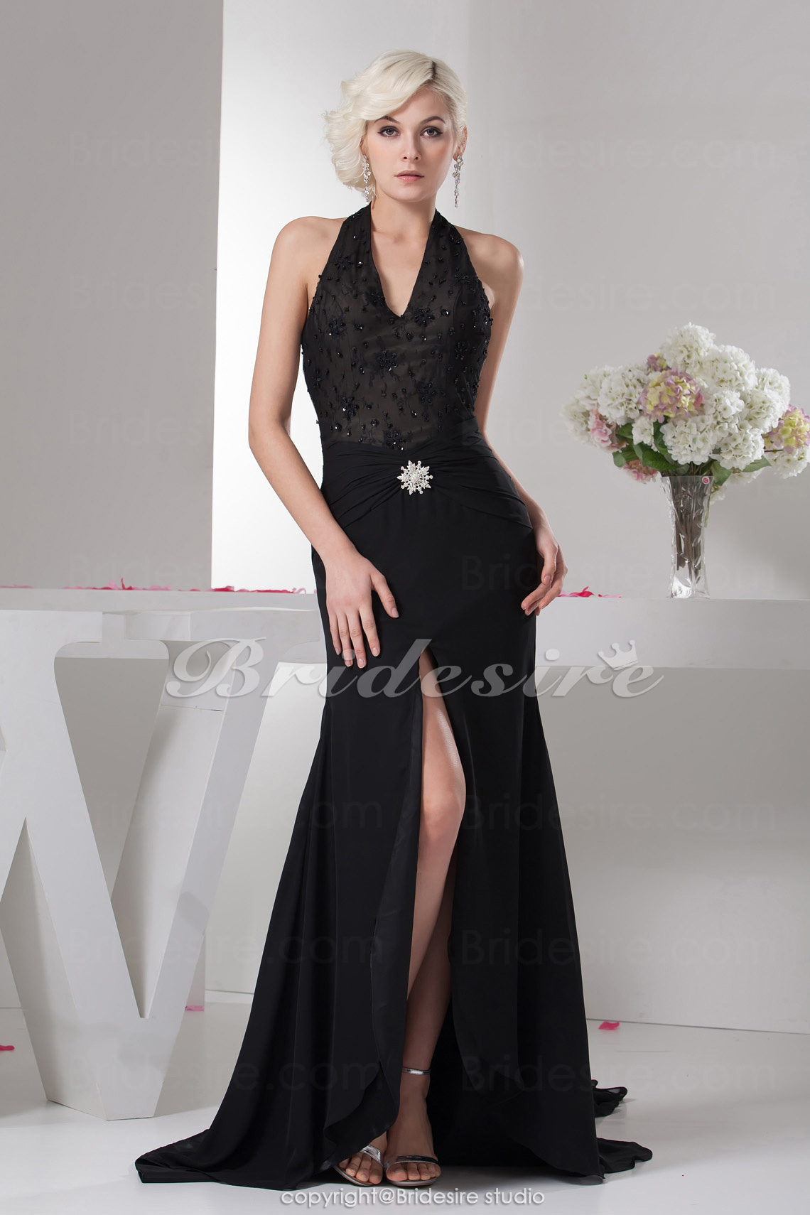 Trumpet/Mermaid Halter Floor-length Sweep Train Sleeveless Chiffon Dress
