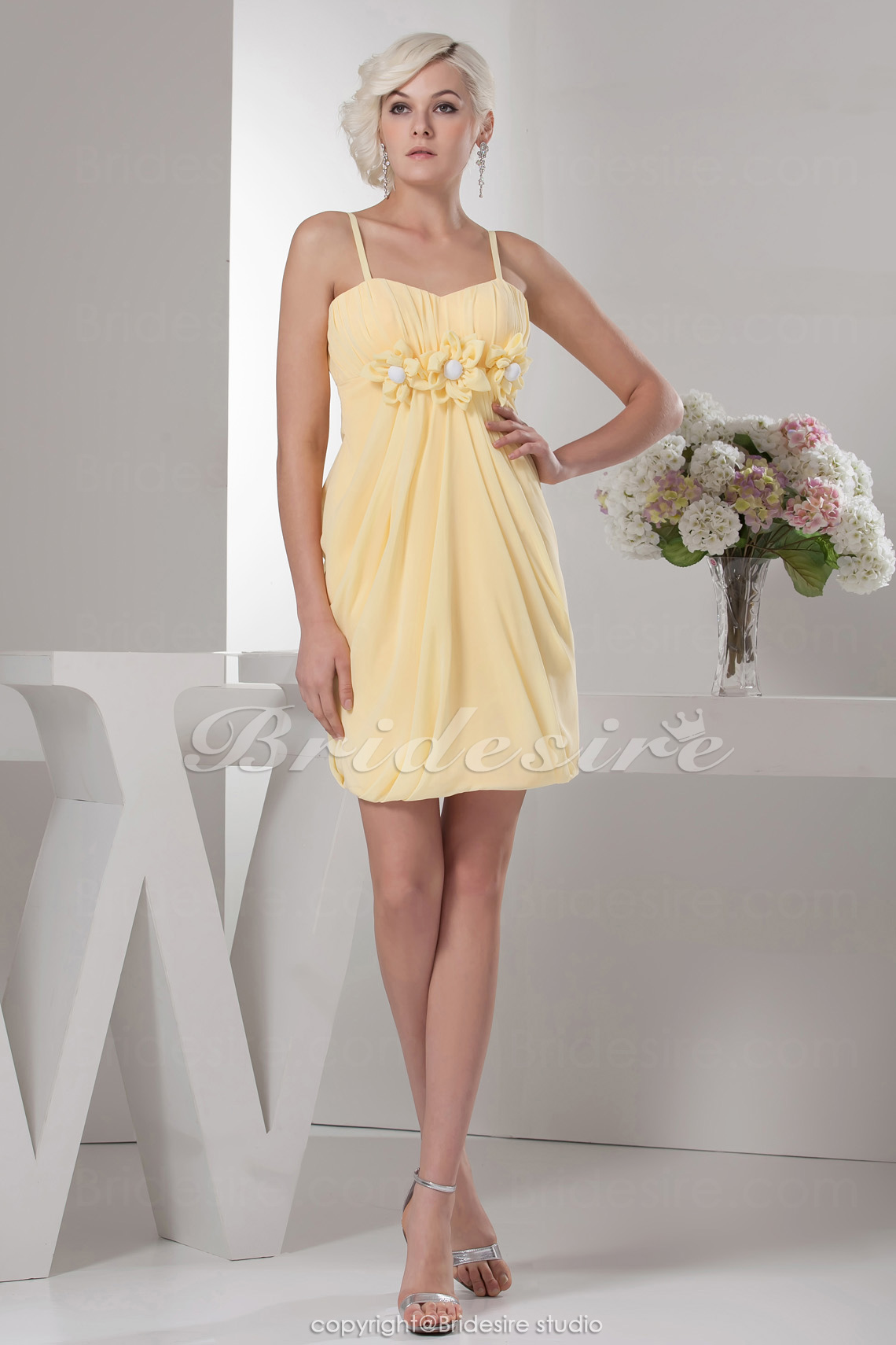 Sheath/Column Spaghetti Straps Knee-length Sleeveless Chiffon Bridesmaid Dress