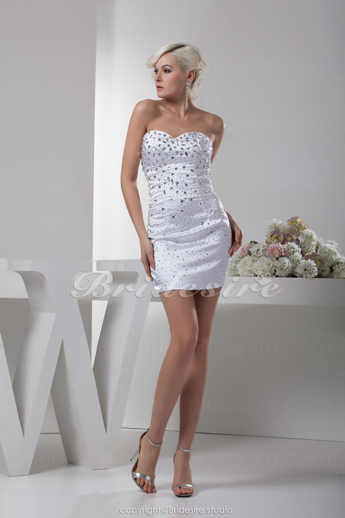 Sheath/Column Sweetheart Short/Mini Sleeveless Satin Dress