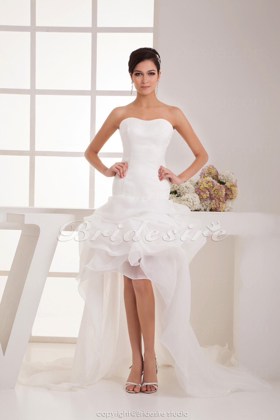 Sheath/Column Sweetheart Asymmetrical Sleeveless Satin Wedding Dress