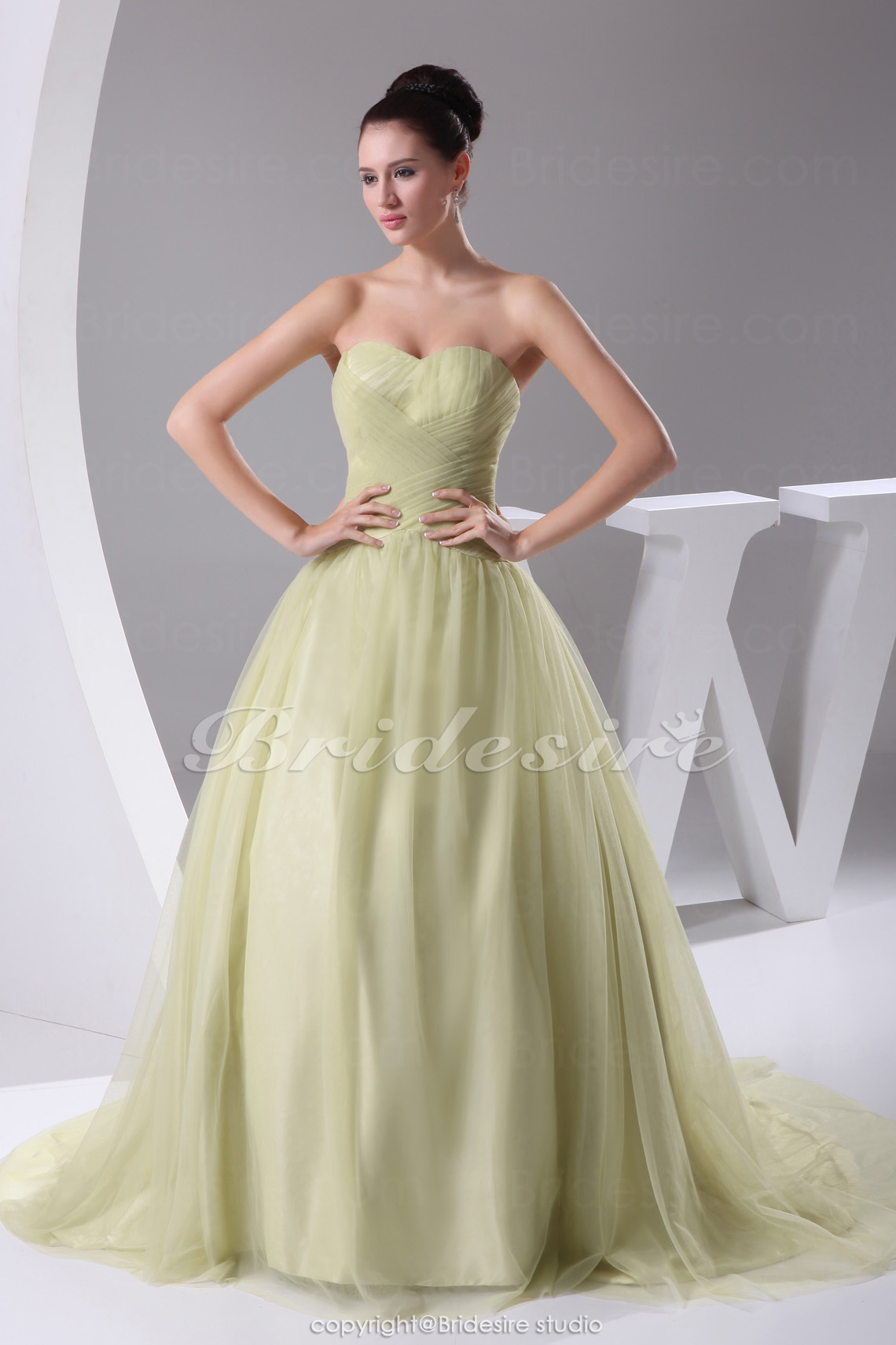 Ball Gown Sweetheart Court Train Sleeveless Tulle Dress