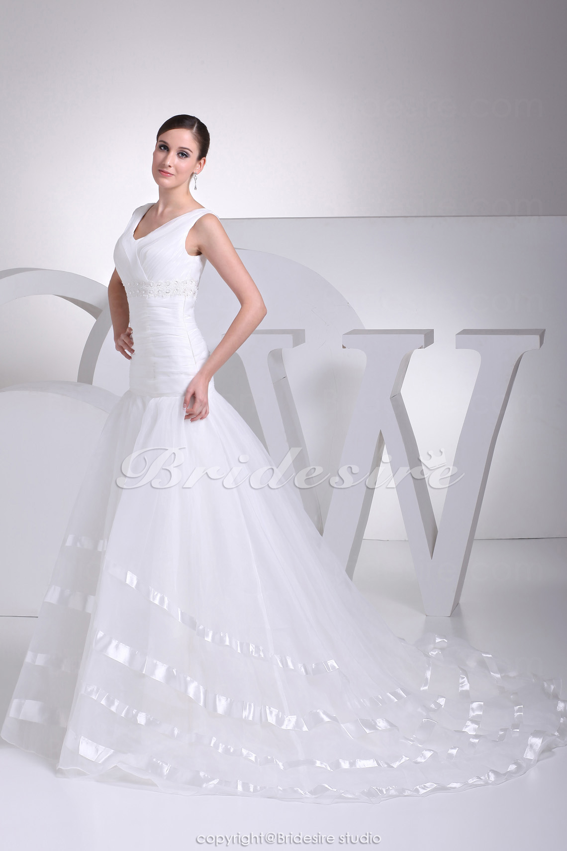 Trumpet/Mermaid V-neck Court Train Sleeveless Organza Wedding Dress