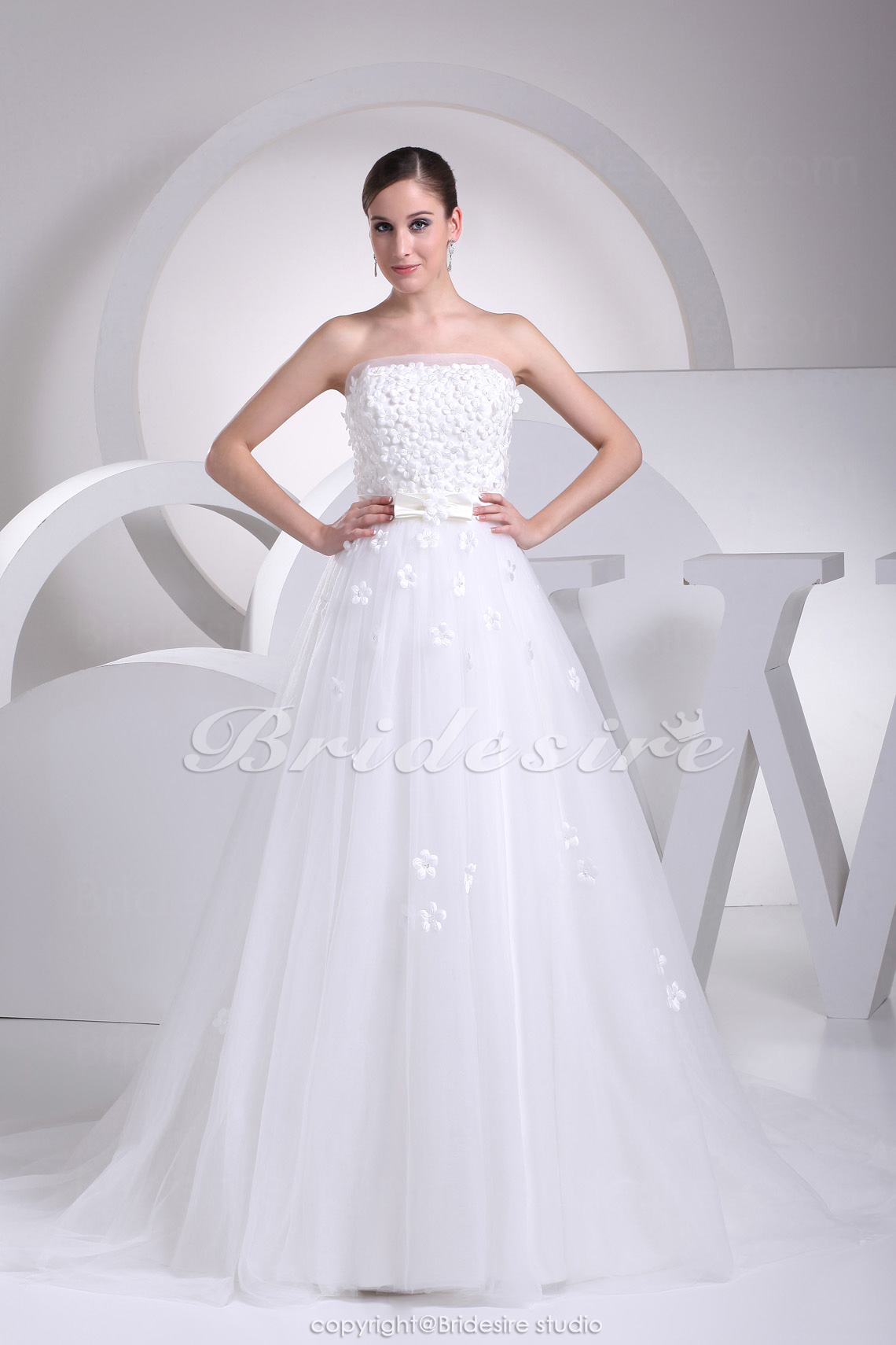 A-line Strapless Sweep Train Sleeveless Tulle Wedding Dress