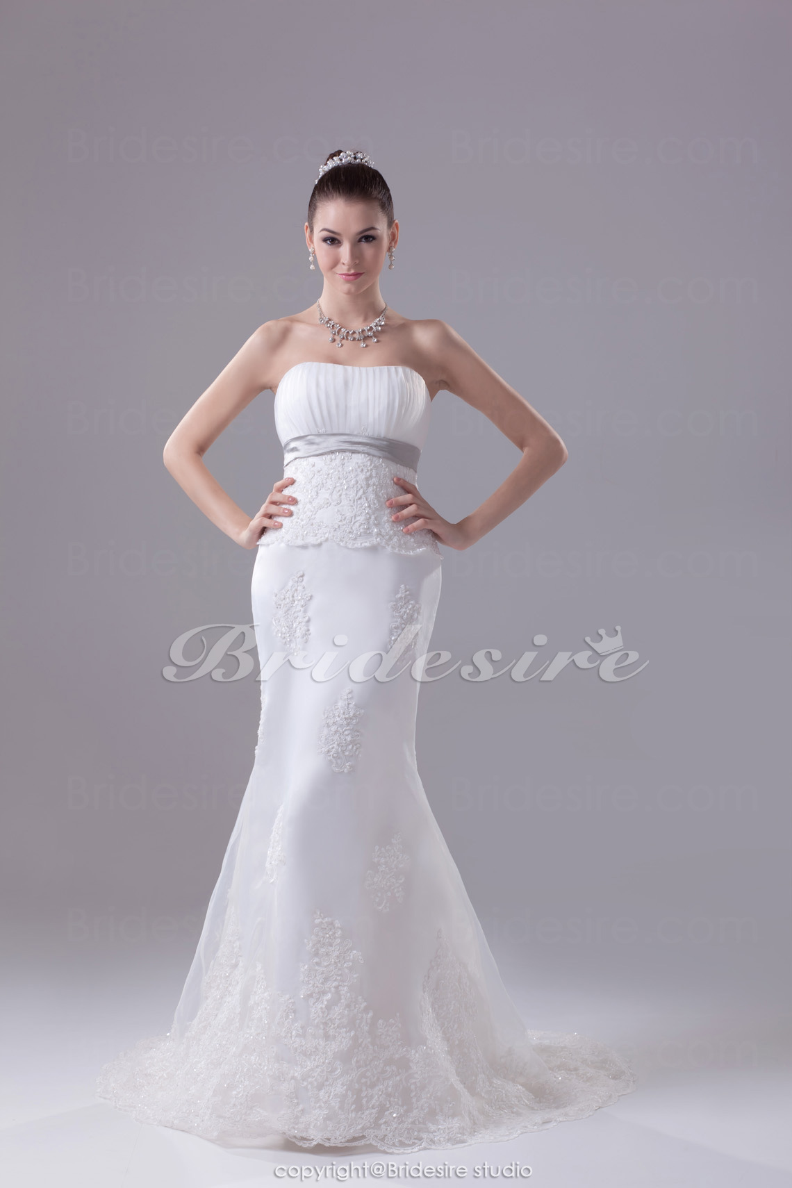 Trumpet/Mermaid Strapless Sweep Train Sleeveless Organza Lace Wedding Dress