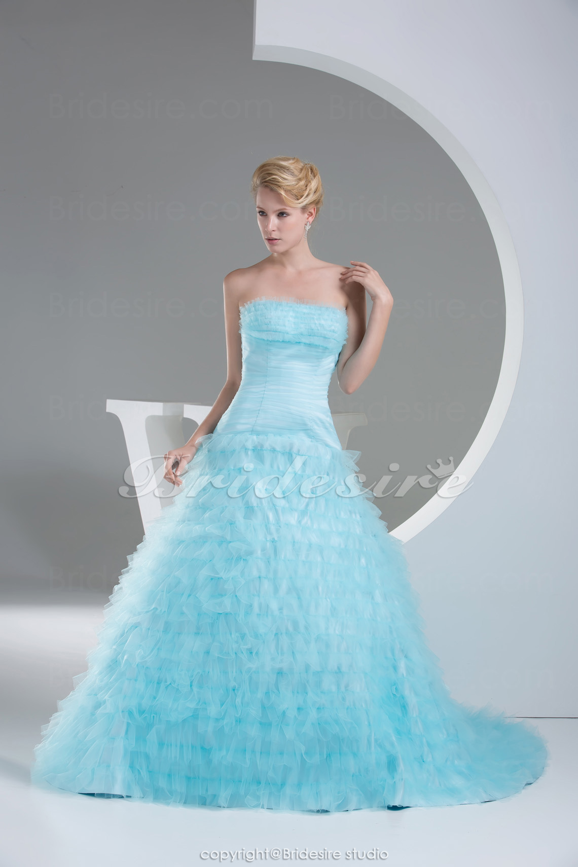 Ball Gown Strapless Sweep Train Sleeveless Organza Dress