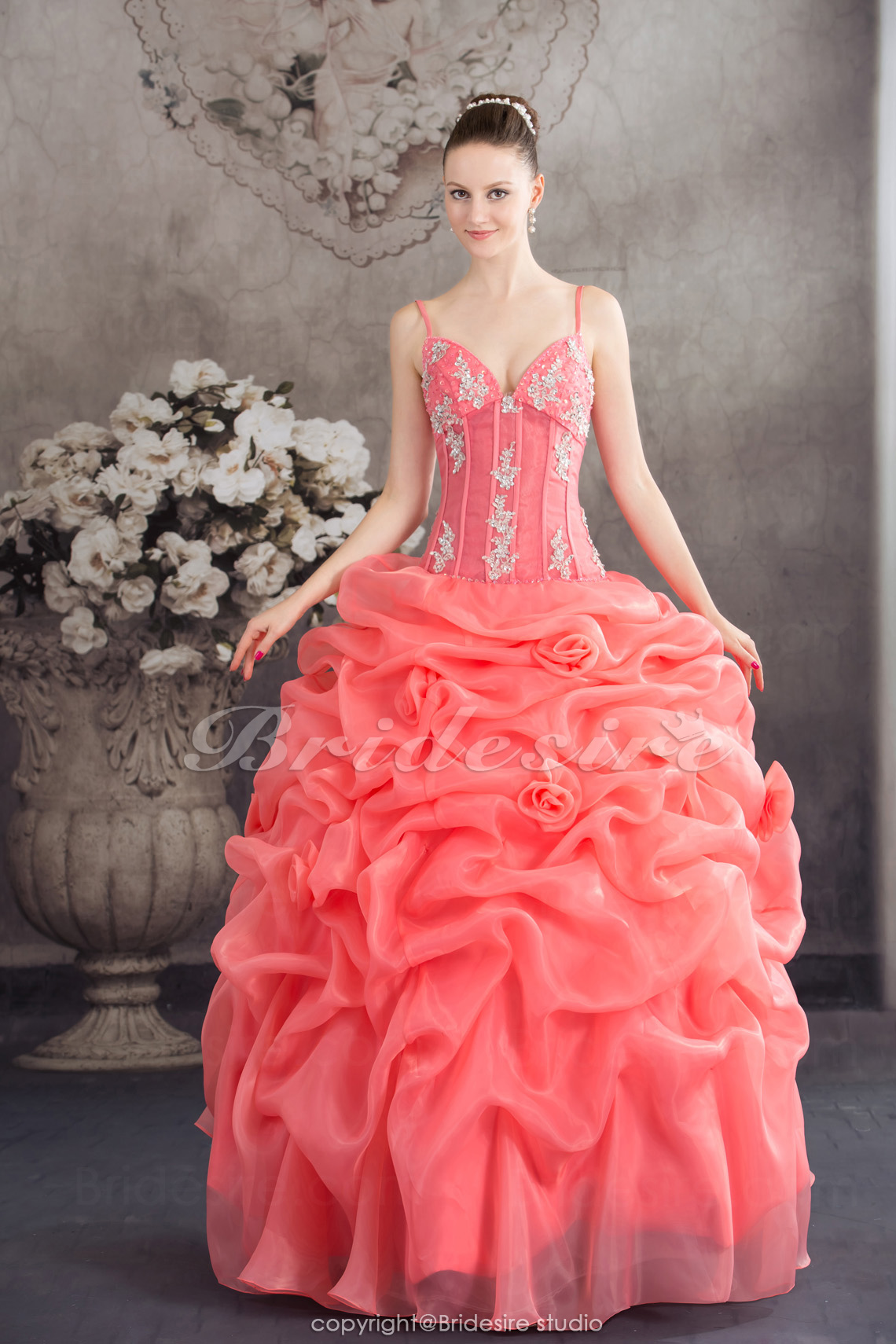 Ball Gown Spaghetti Straps Floor-length Sleeveless Organza Dress
