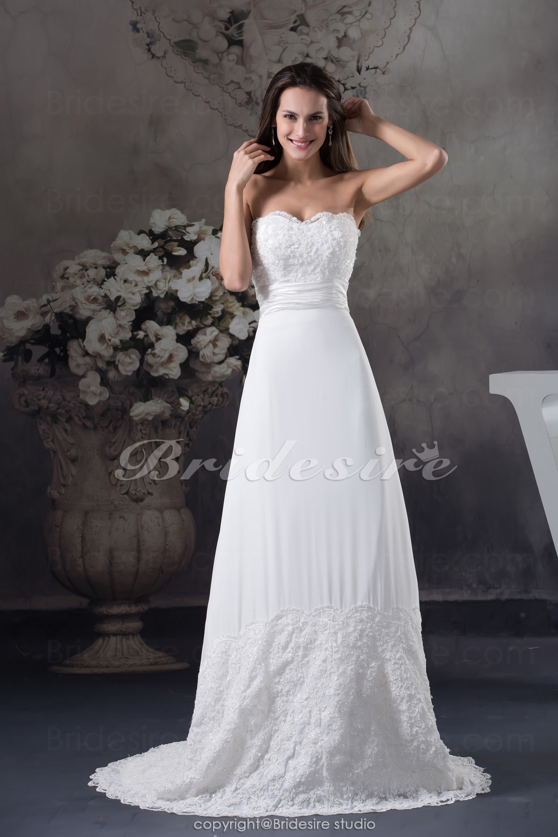Sheath/Column Strapless Sweep Train Sleeveless Chiffon Lace Wedding Dress