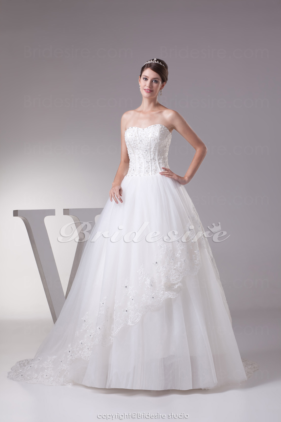 Ball Gown Sweetheart Sweep Train Sleeveless Tulle Wedding Dress