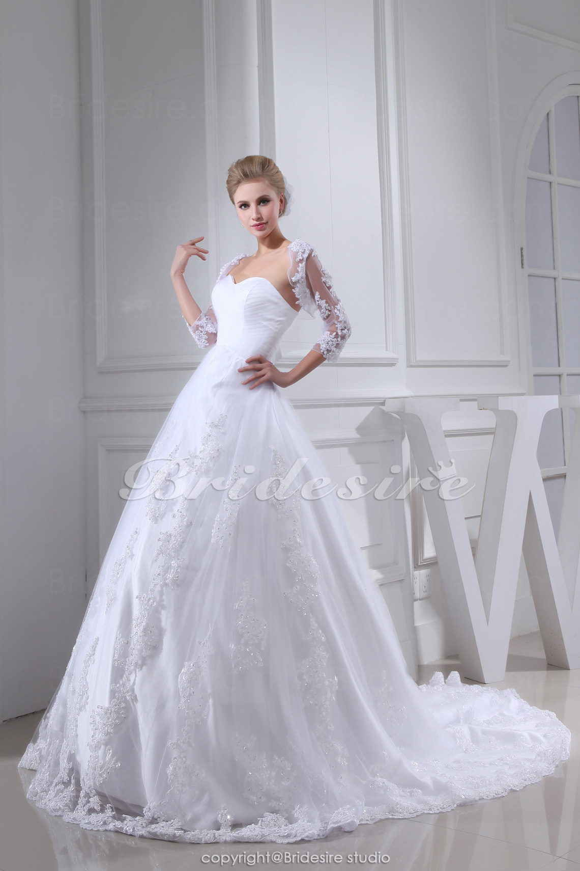 Ball Gown Sweetheart Chapel Train Sleeveless Lace Wedding Dress