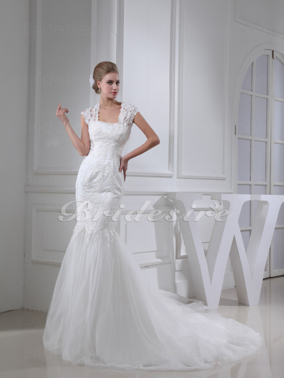 Trumpet/Mermaid Straps Court Train Sleeveless Lace Tulle Wedding Dress