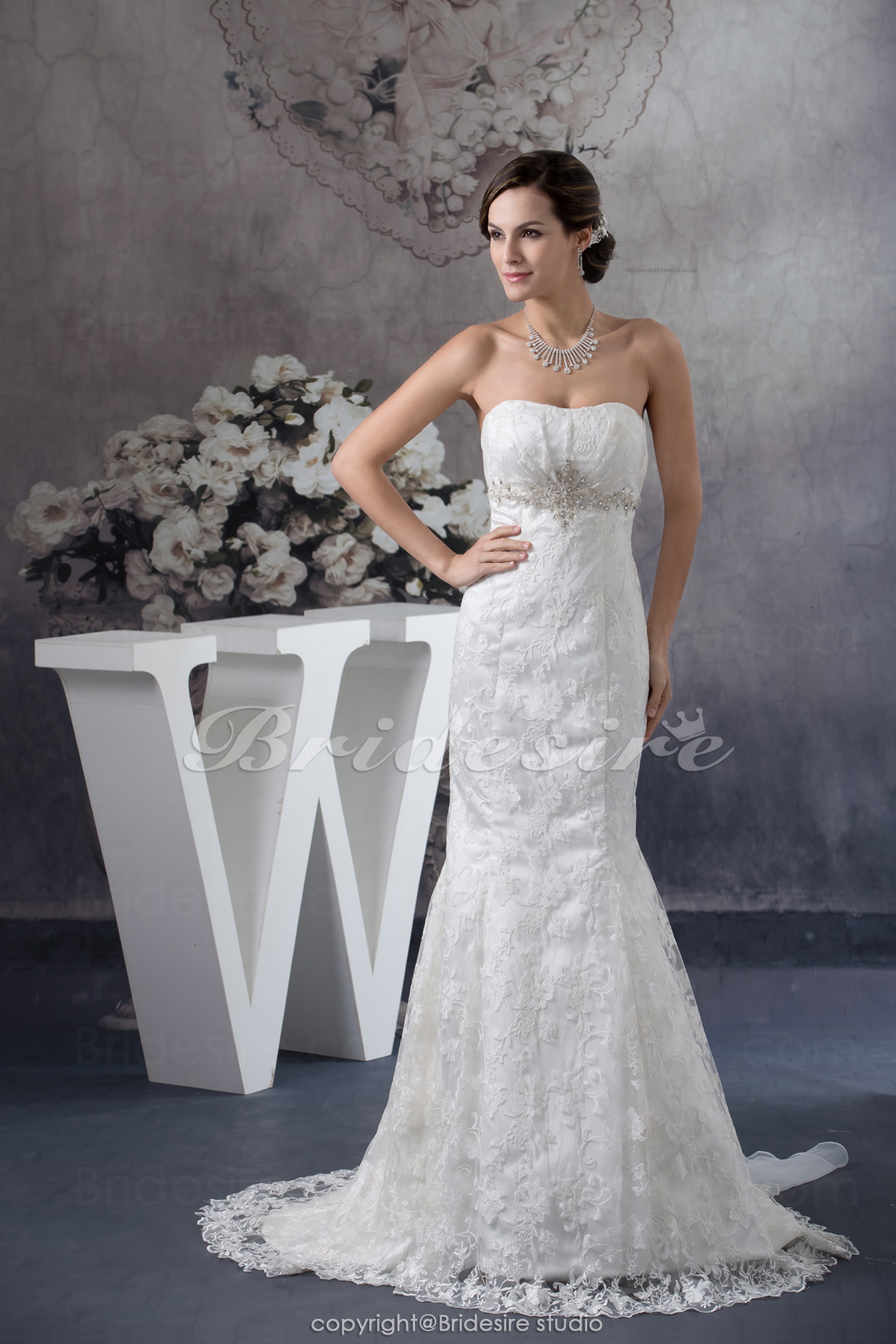 Trumpet/Mermaid Strapless Sweep Train Sleeveless Lace Organza Wedding Dress
