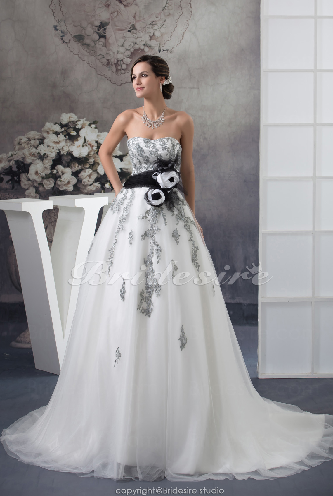 Ball Gown Strapless Court Train Sleeveless Tulle Wedding Dress