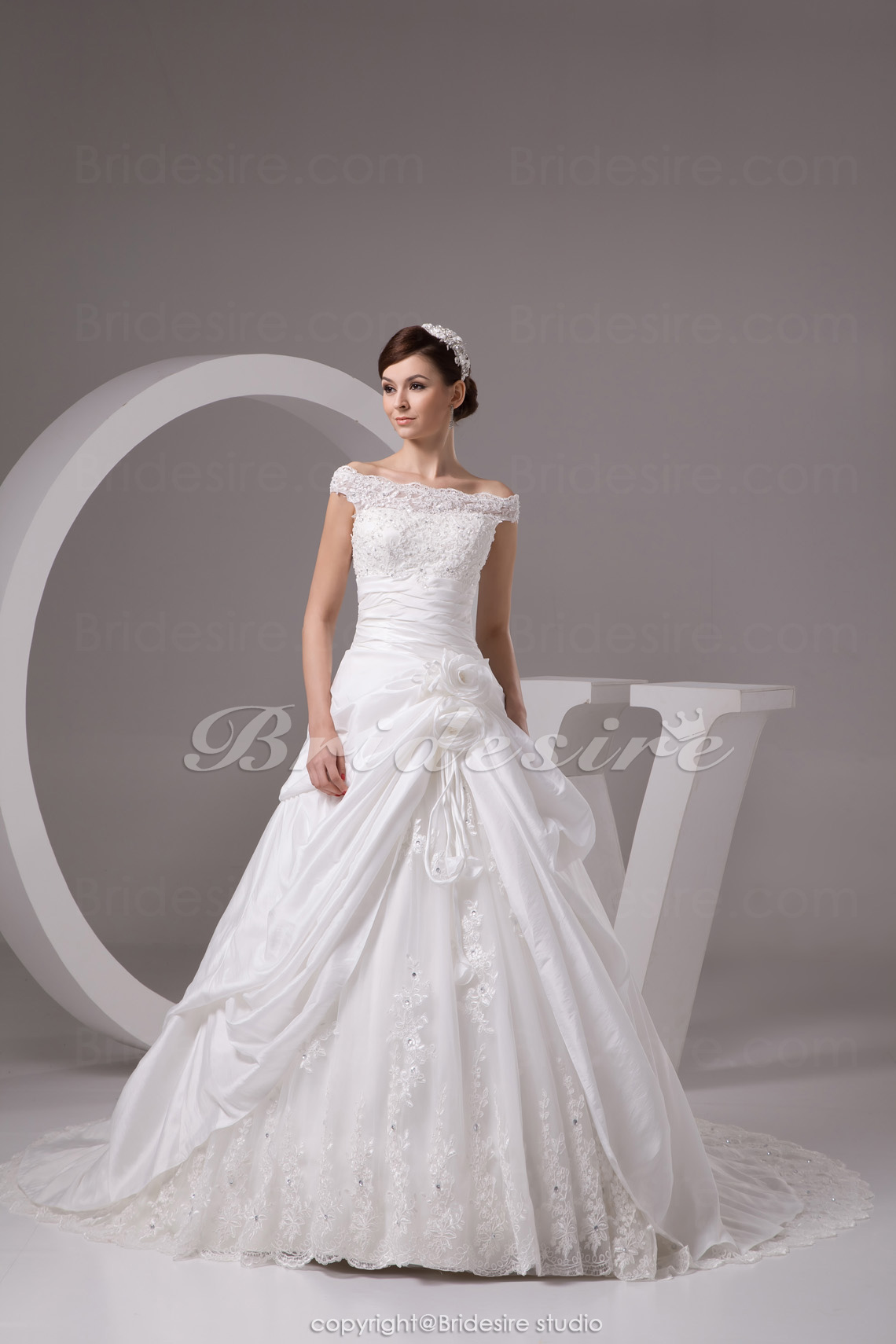 Ball Gown Off-the-shoulder Chapel Train Sleeveless Taffeta Lace Wedding Dress