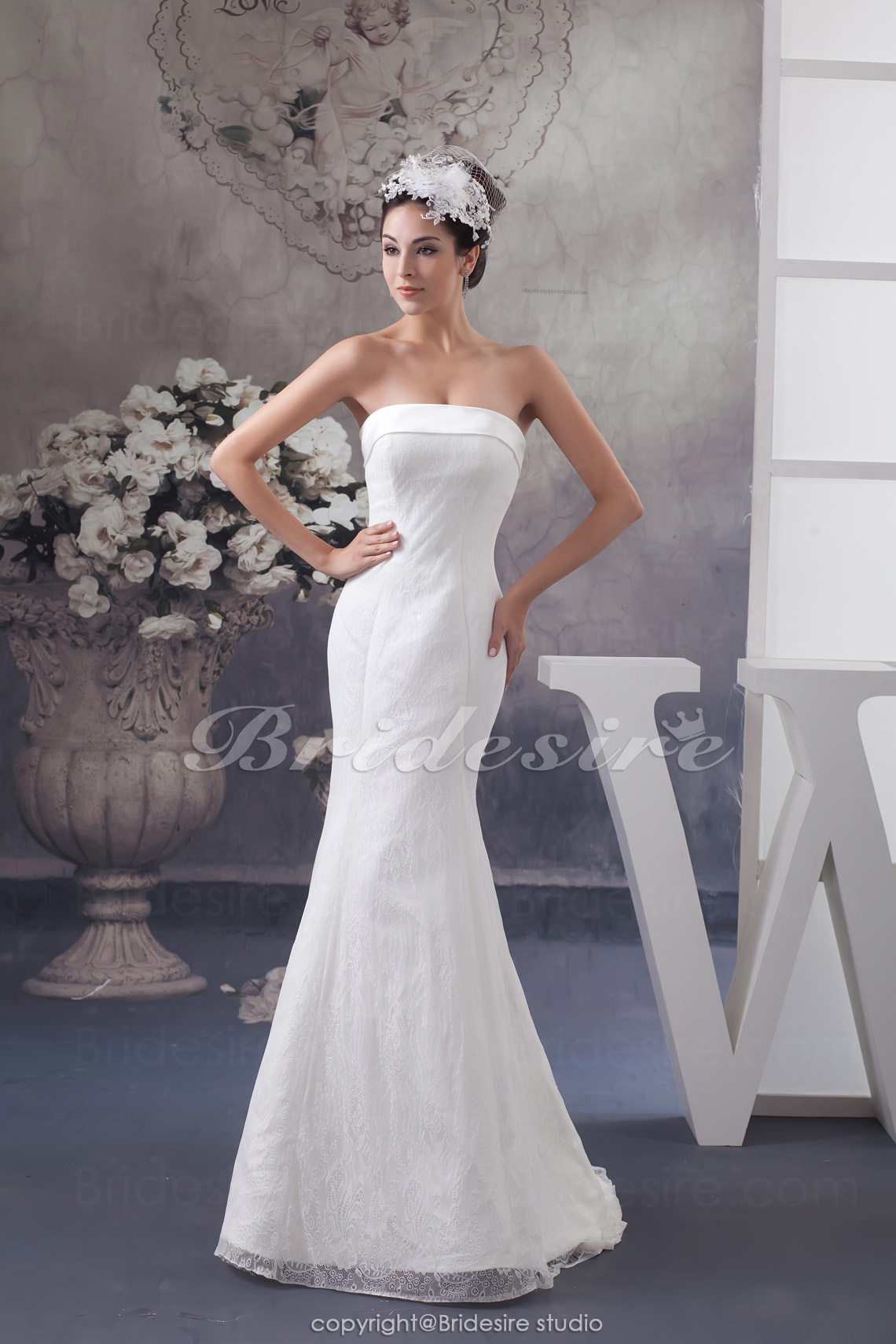Trumpet/Mermaid Strapless Sweep Train Sleeveless Lace Wedding Dress
