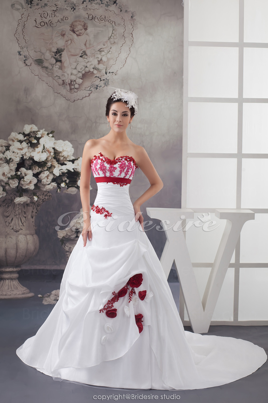 Ball Gown Sweetheart Chapel Train Sleeveless Taffeta Wedding Dress
