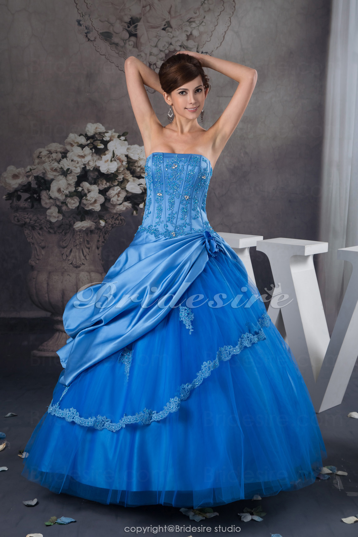Ball Gown Strapless Floor-length Sleeveless Satin Tulle Dress