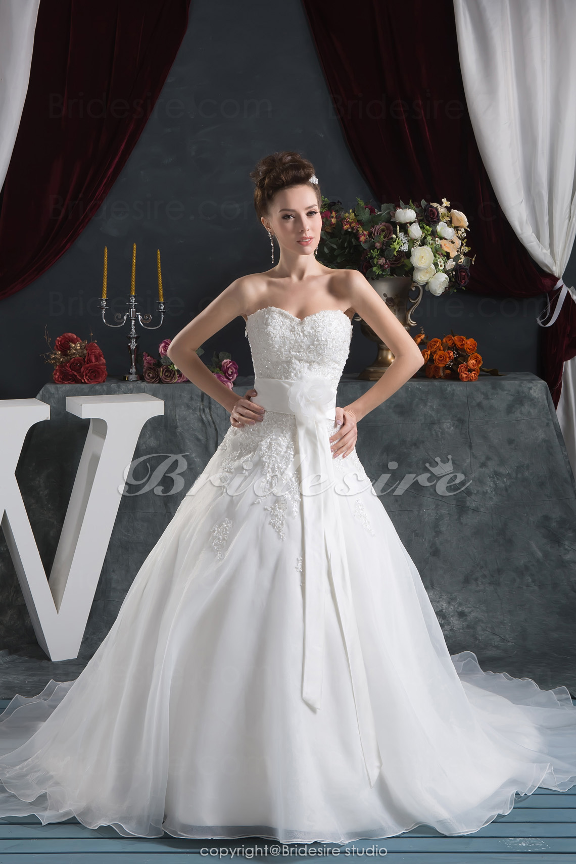 A-line Sweetheart Floor-length Chapel Train Sleeveless Satin Chiffon Wedding Dress