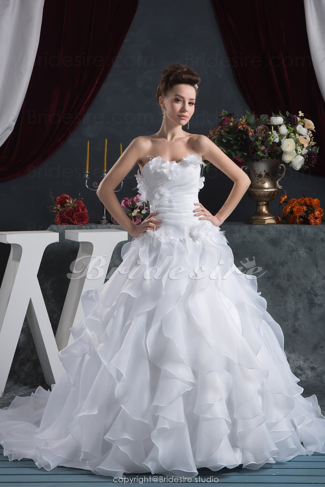 A-line Sweetheart Floor-length Chapel Train Sleeveless Organza Wedding Dress