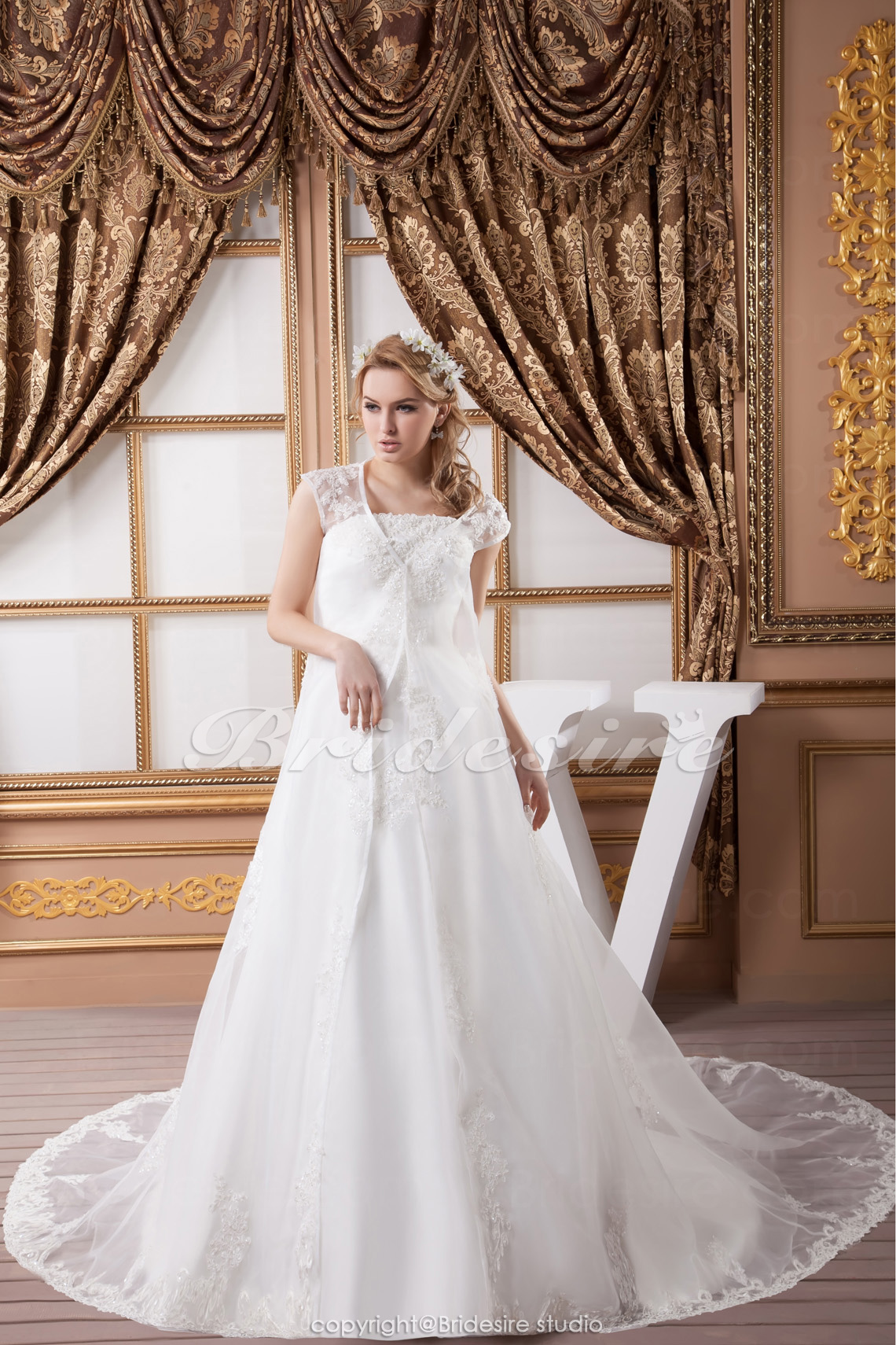 Princess Strapless Floor-length Court Train Sleeveless Satin Lace Wedding Dress