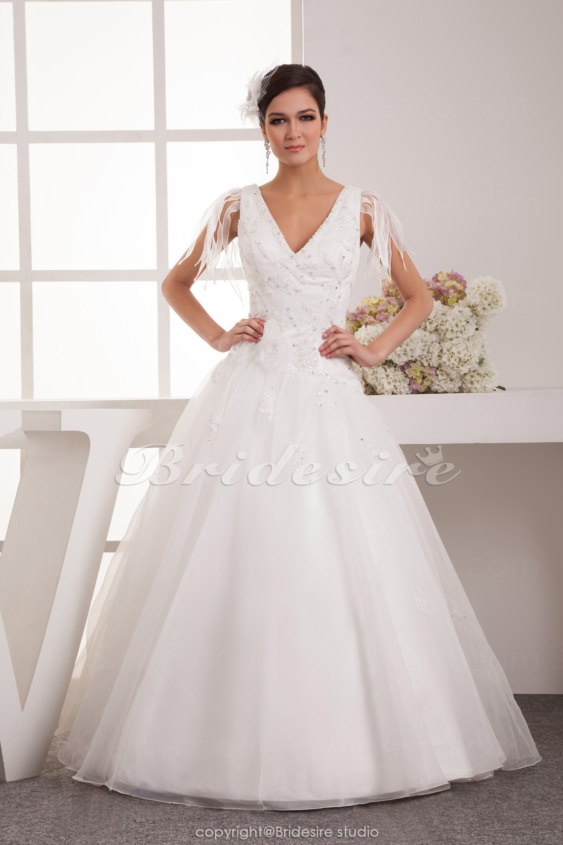 Princess V-neck Floor-length Sleeveless Satin Chiffon Wedding Dress