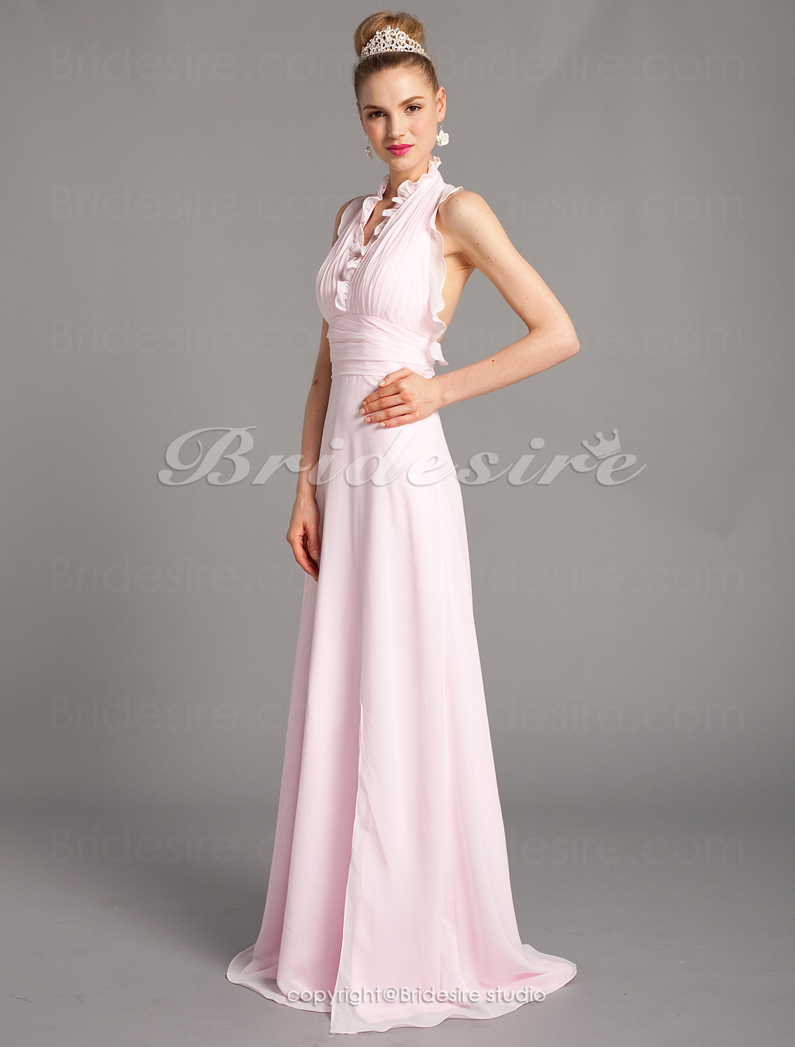 Sheath/ Column Chiffon Sweep/ Brush Train Halter Evening Dress