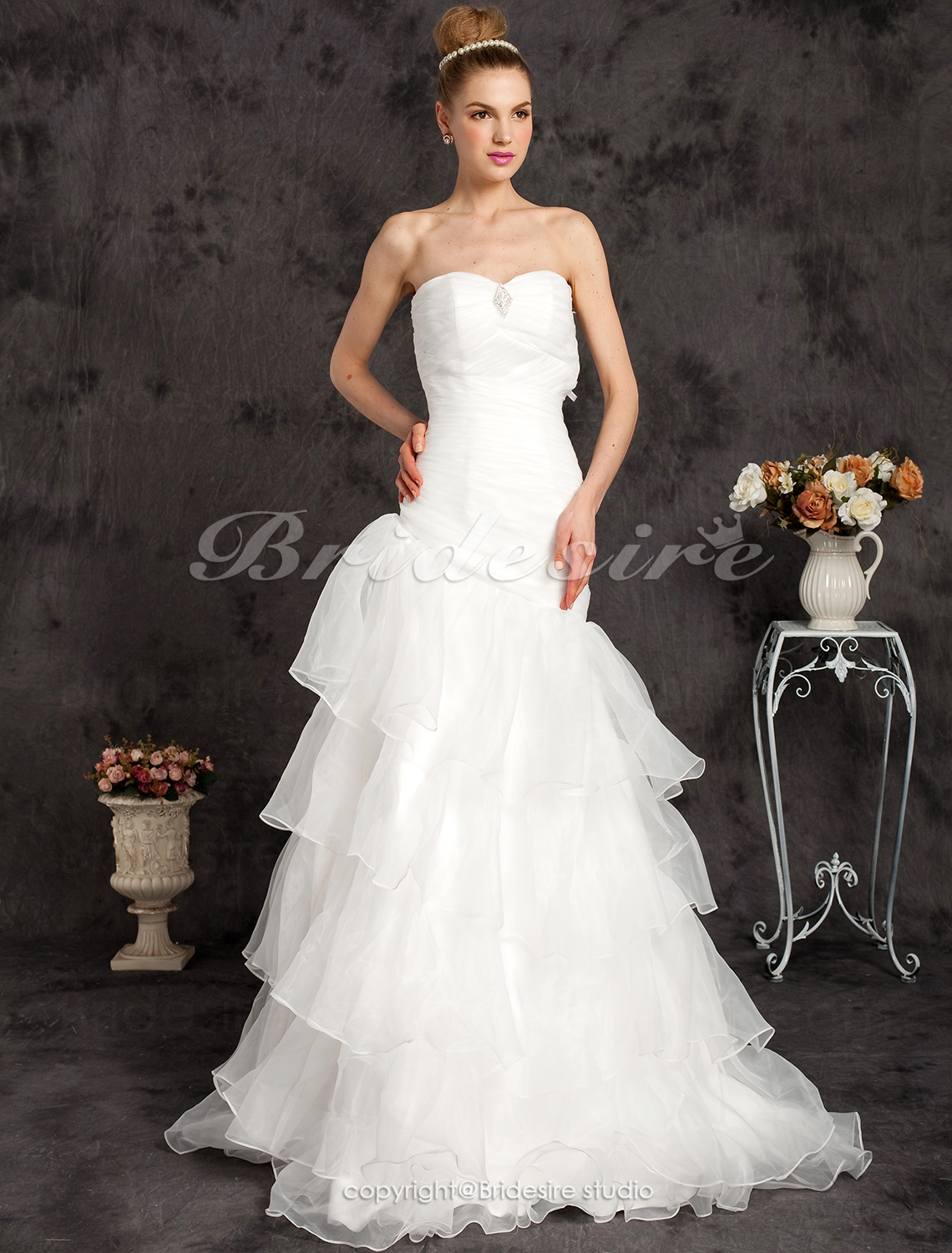 A-line Organza Floor-length Strapless Wedding Dress