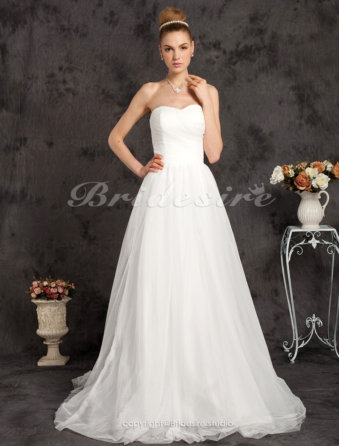 Sweetheart Tulle Sweep/Brush Train Neck Wedding Dress