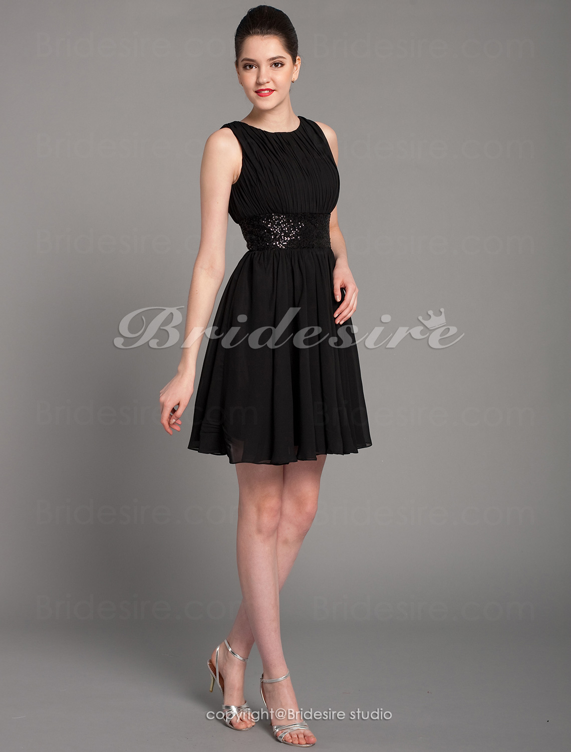 Sheath/ Column Chiffon Knee-length Bateau Cocktail Dress