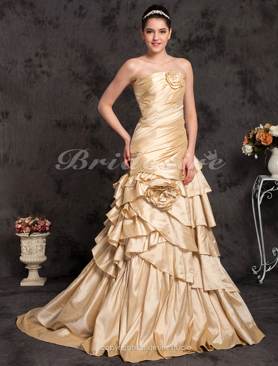 A-line Taffeta Sweep/Brush Train Strapless Wedding Dress