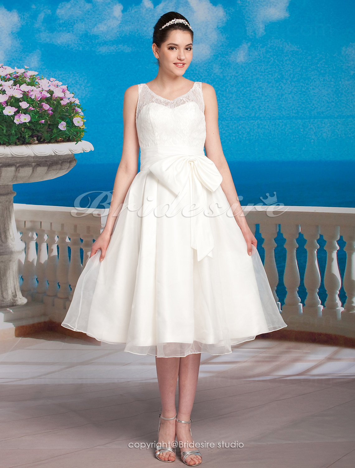 A-line Organza Lace Tea-length Scoop Wedding Dress