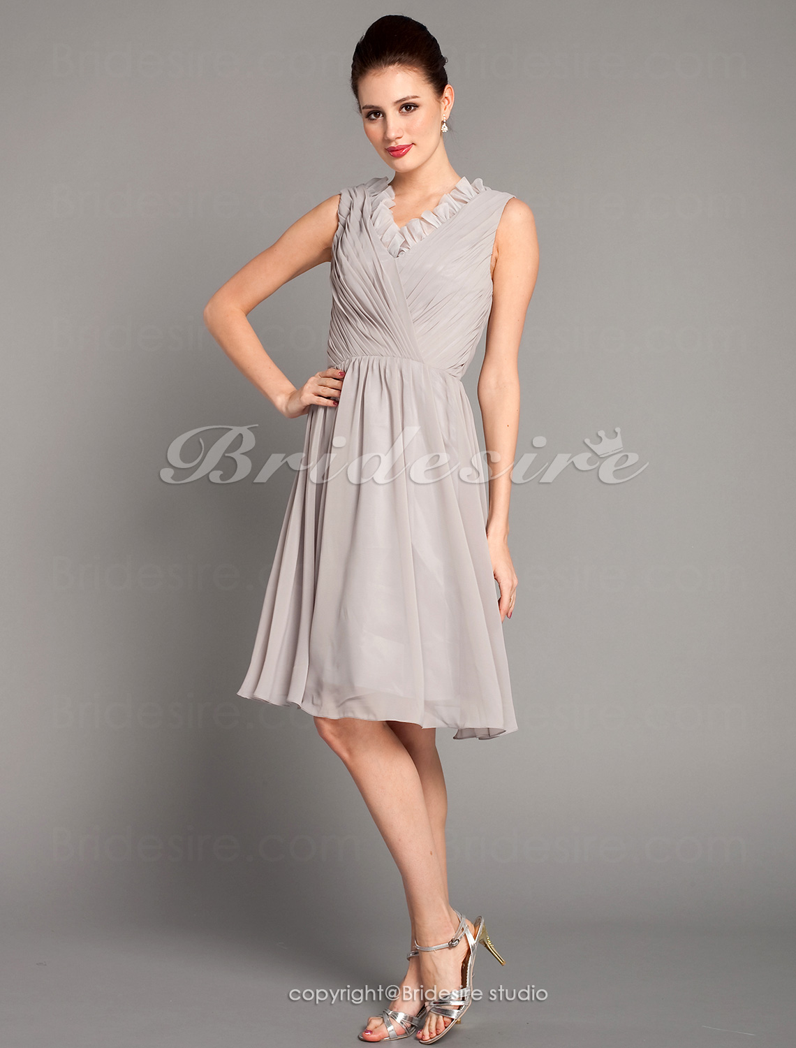 A-line Chiffon Knee-length V-neck Cocktail Dress