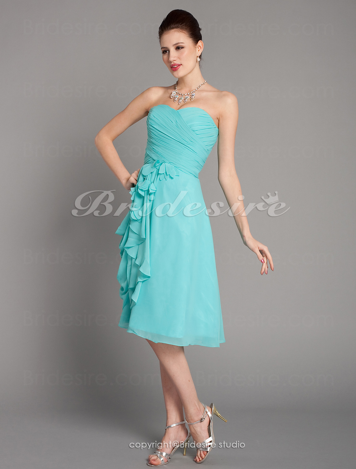 Sheath/ Column Chiffon Knee-length Sweetheart Bridesmaid Dress