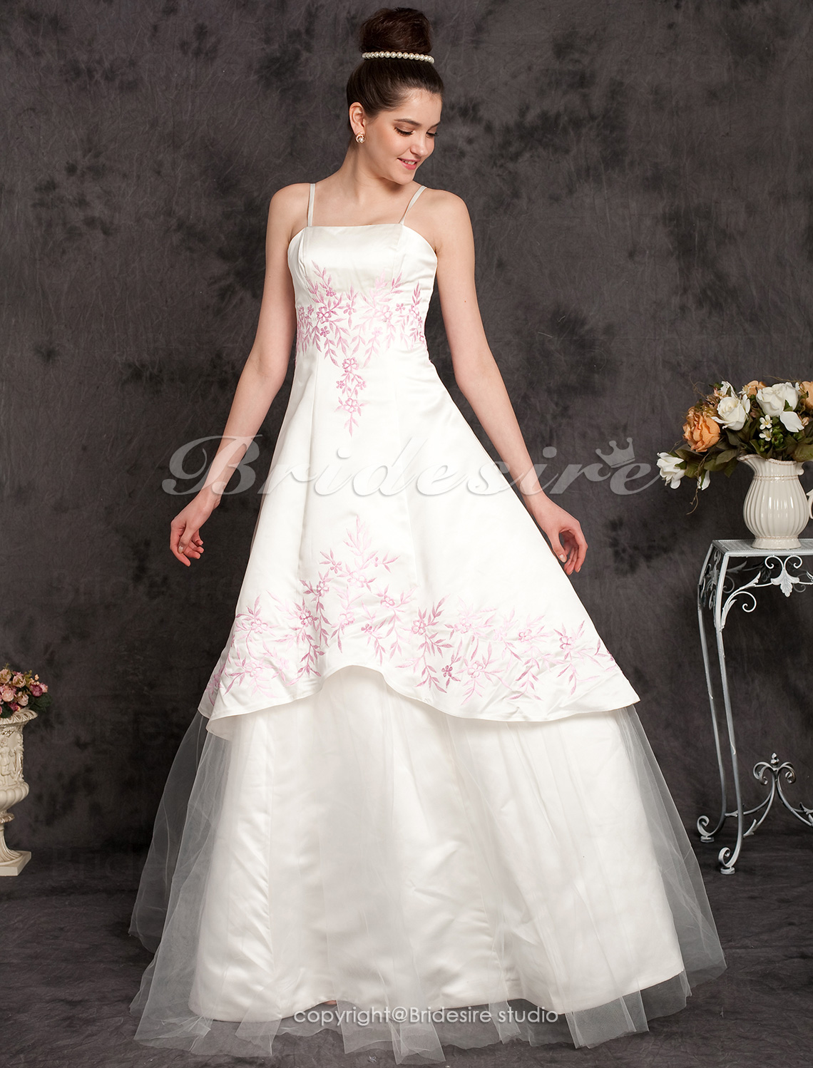 A-line / Princess Satin Sleeveless Floor-length Spaghetti Straps Wedding Dress