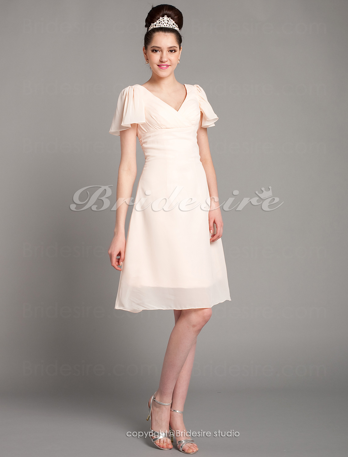 A-line Knee-length Chiffon V-neck Bridesmaid Dress