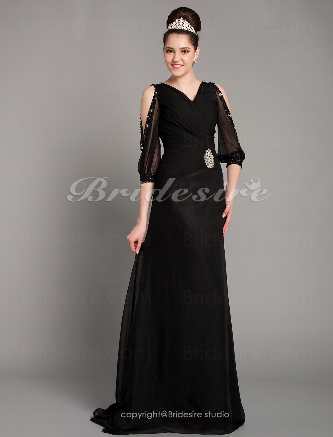 A-line Chiffon Sweep/ Brush Train V-neck Evening Dress