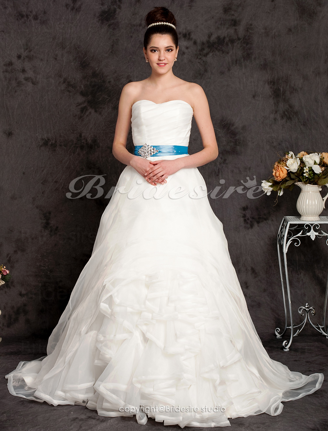 Ball Gown Organza Chapel Train Sweetheart Wedding Dress