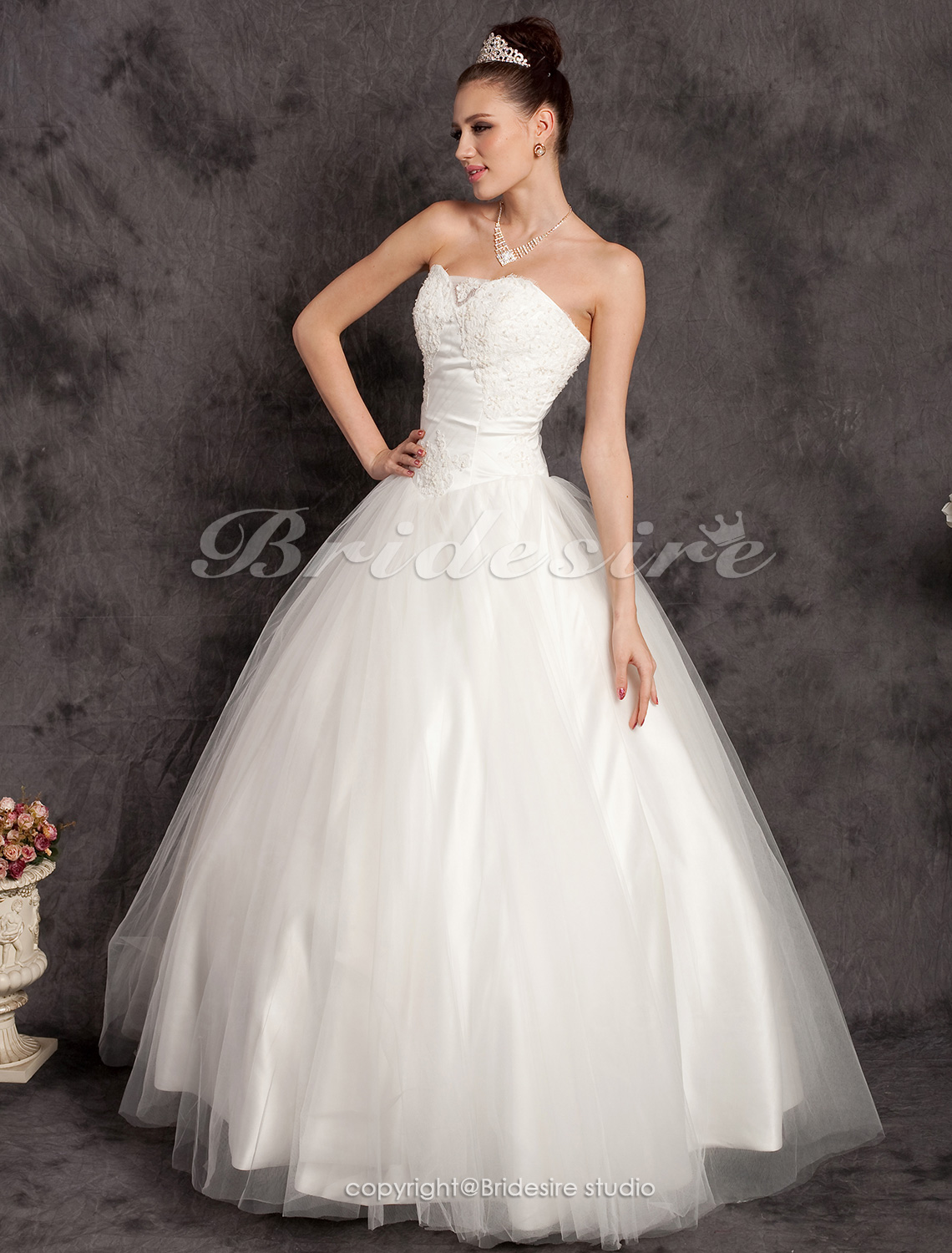 Ball Gown Organza Floor-length Sweetheart Wedding Gown