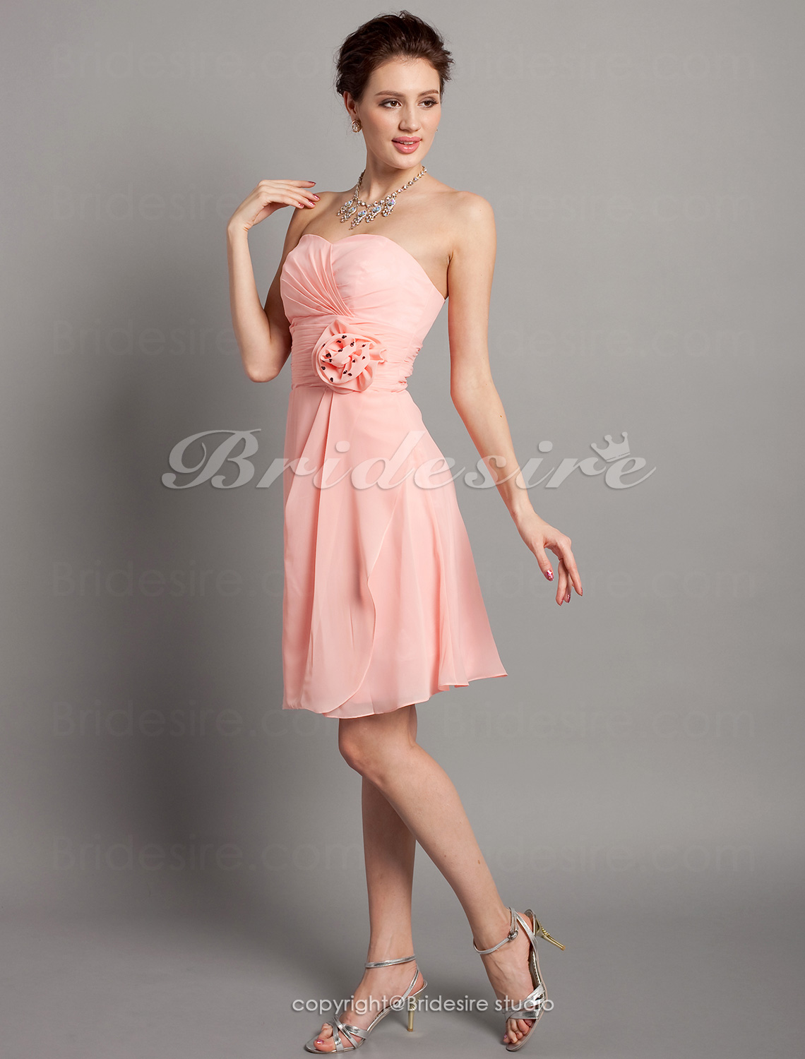 Sheath/ Column Chiffon Sweetheart Knee-length Bridesmaid Dress