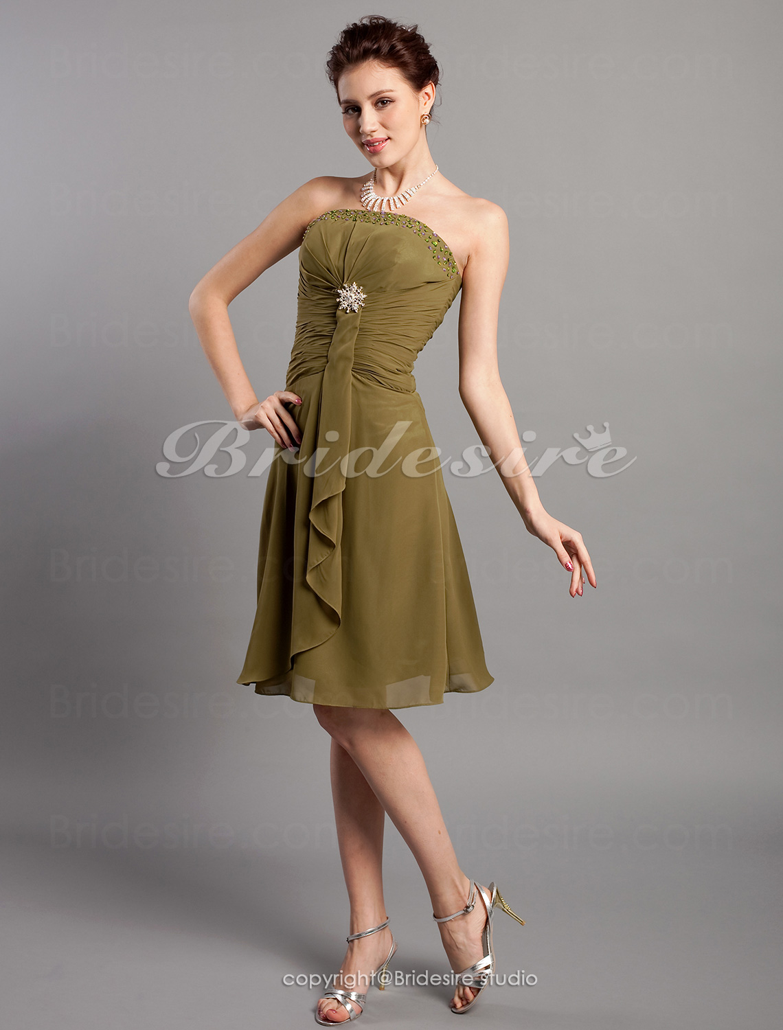 A-line Chiffon Knee-length Beaded Strapless Cocktail Dress