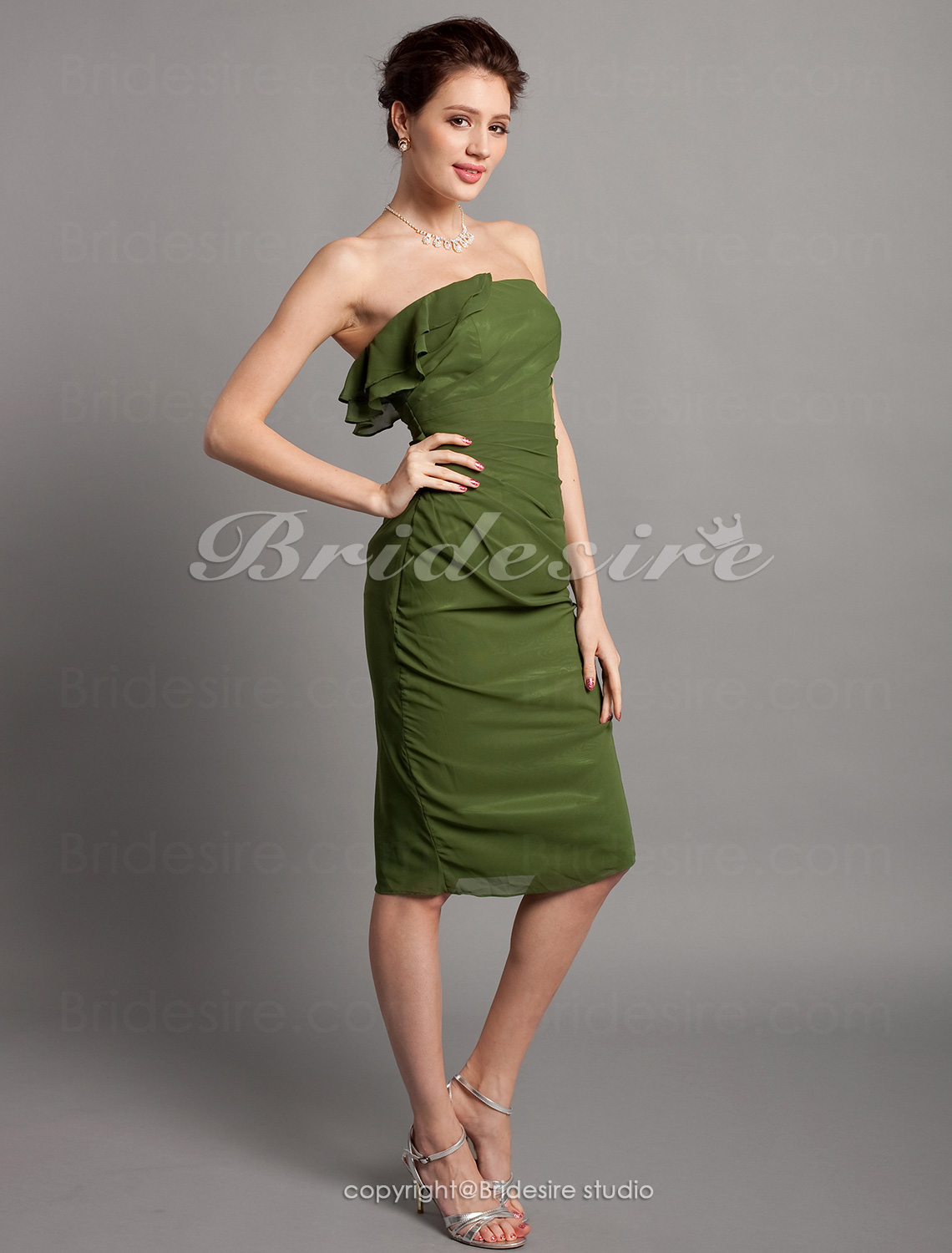 Sheath/ Column Chiffon Knee-length Strapless Bridesmaid Dress