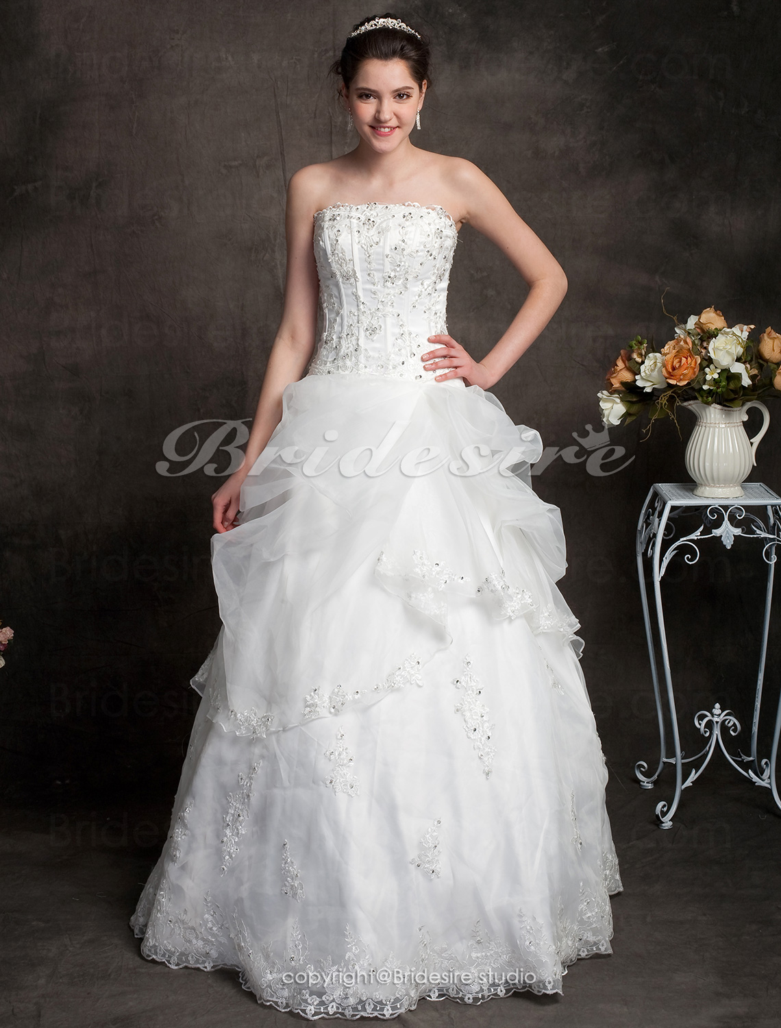 A-line Floor-length Scalloped-Edged Neckline Organza Strapless Wedding Dress