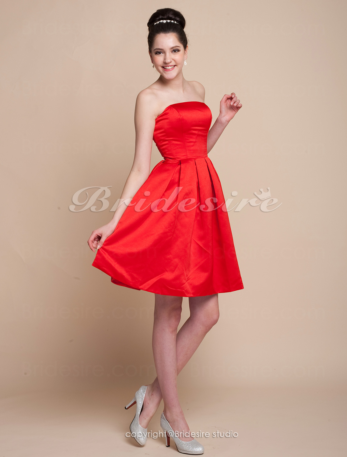 A-line Princess Satin Knee-length Strapless Bridesmaid/ Wedding Party Dress